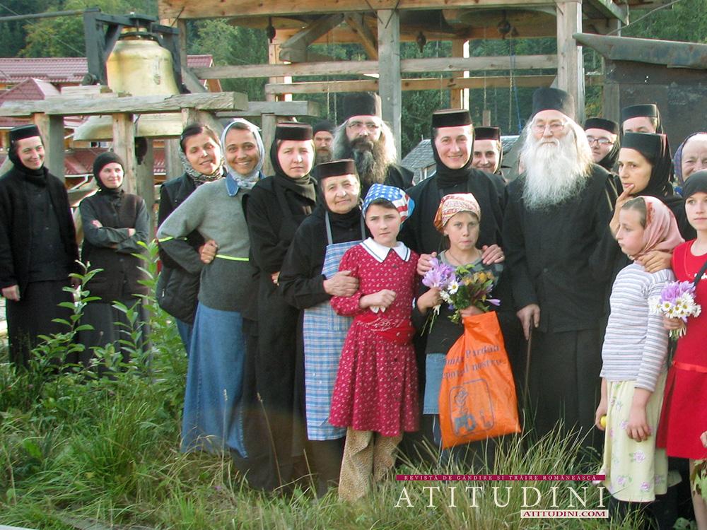 Parintele Justin la azilul de batrane al Manastirii Paltin Petru Voda